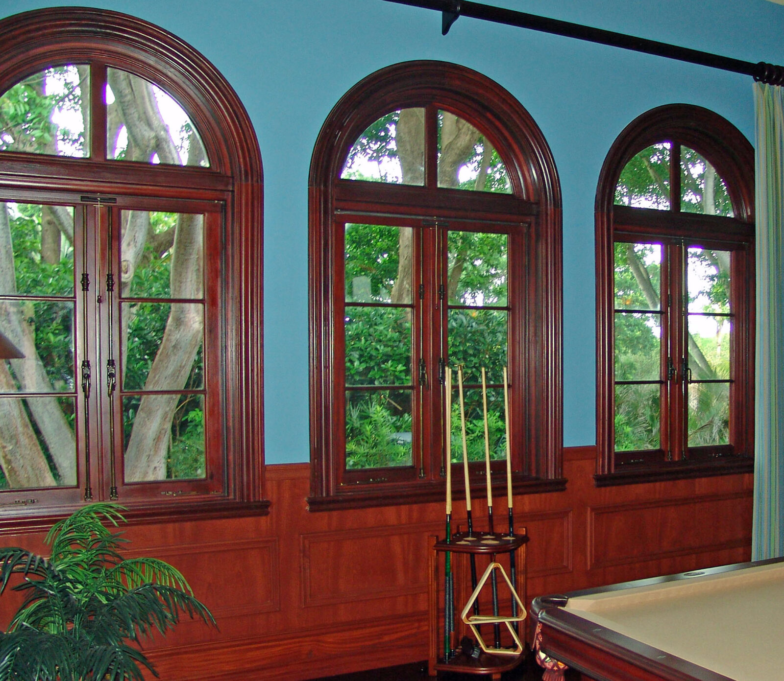 JUPITER MAHOGANY WINDOWS