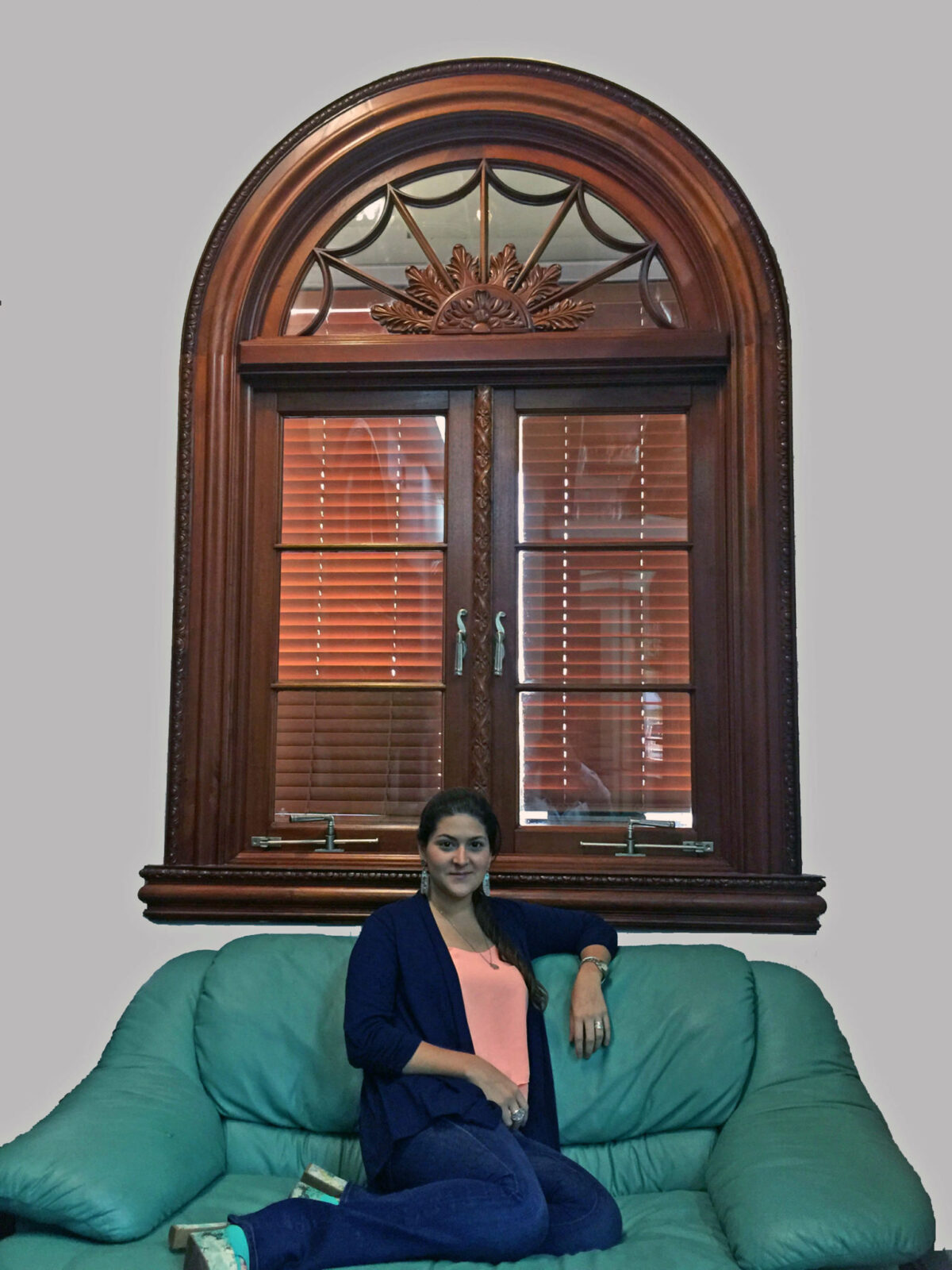 MEDICI MAHOGANY WINDOW