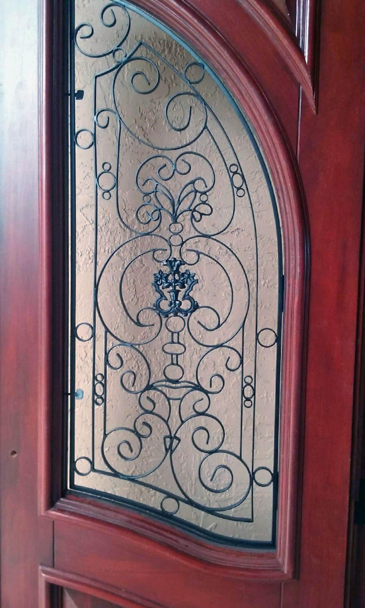 NEWPORT MAHOGANY FRONT DOORS DETAIL.