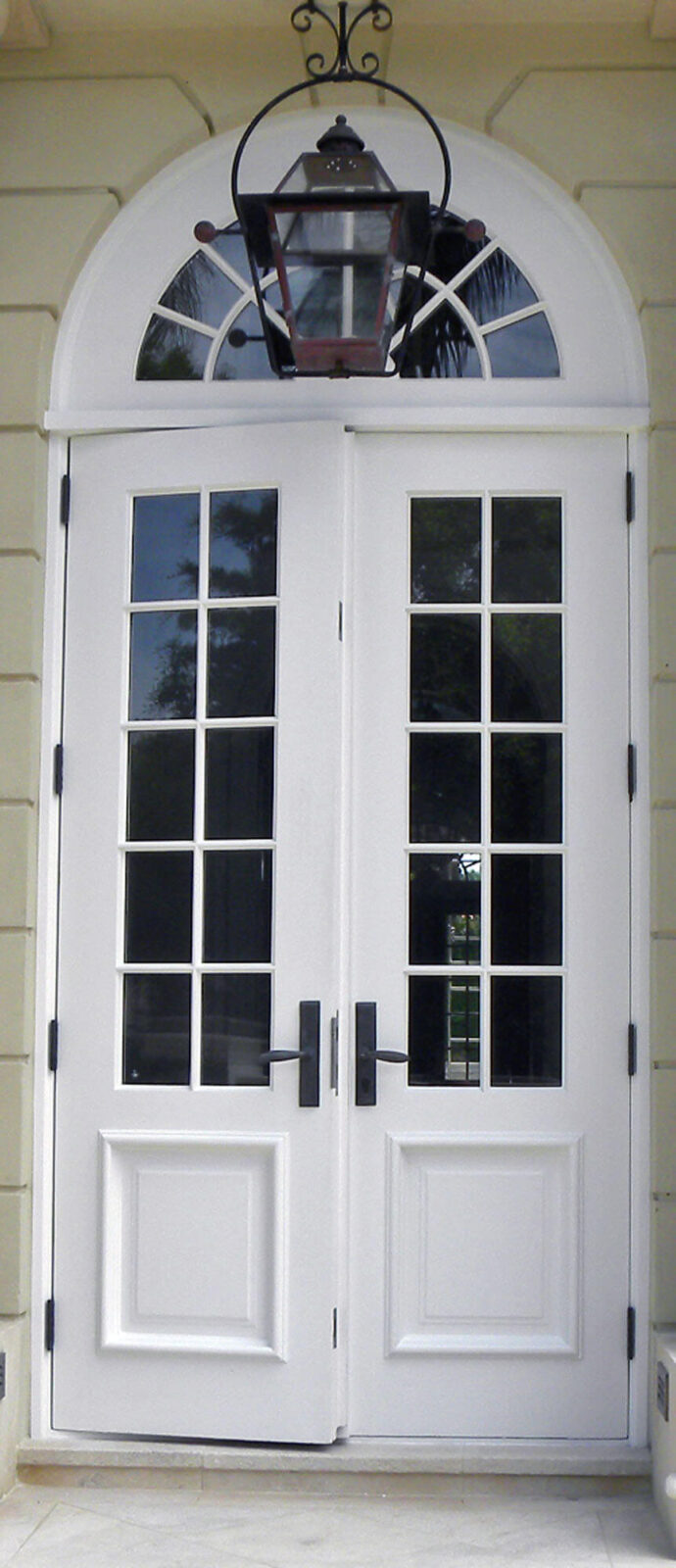 El Venado. Front Doors