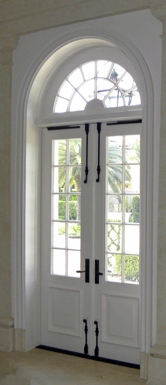 EL VENADO MAHOGANY DOORS INTERIOR