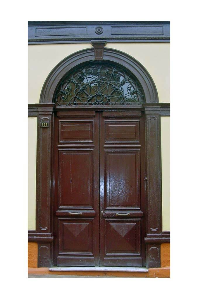 CHORRILLOS ENTRANCE DOOR.